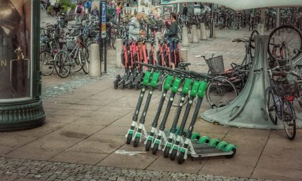 Közterület-használati engedélyhez kötötte az elektromos rollerek utcai tárolását Terézváros